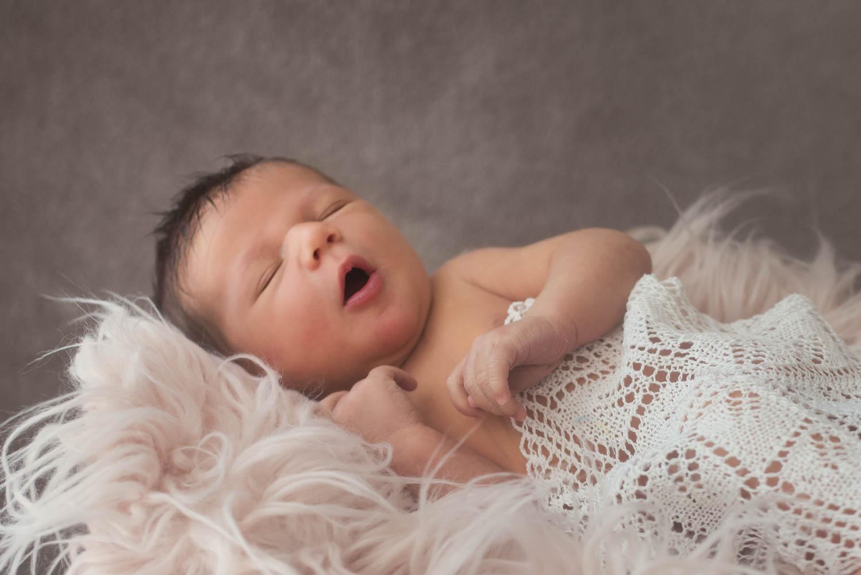Babyfotografie in Vorarlberg. Frederike Aiello ist ihre Babyfotografin