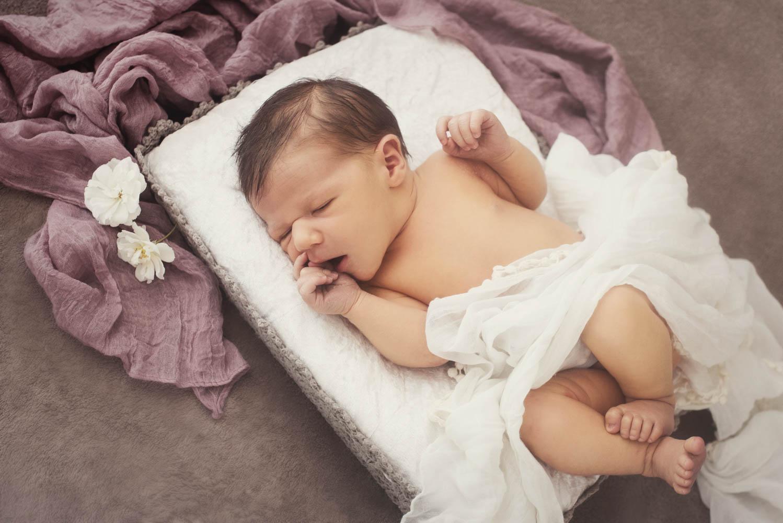 Frederike Aiello ist ihre Fotografin für babyfotografie in Vorarlberg