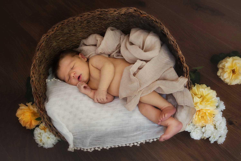 romantische Neugeborenenfotografie in Vorarlberg